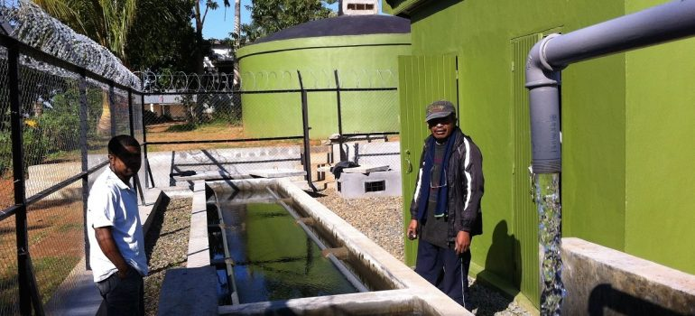 Solar-powered water system with iron removal set up